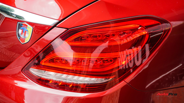 Mercedes-Benz C200 chạy 4.700km treo giá ngang Toyota Camry - Ảnh 6.