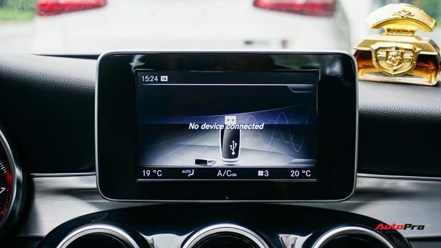 Mercedes-Benz C200 chạy 4.700km treo giá ngang Toyota Camry - Ảnh 13.