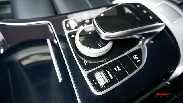Mercedes-Benz C200 chạy 4.700km treo giá ngang Toyota Camry - Ảnh 14.