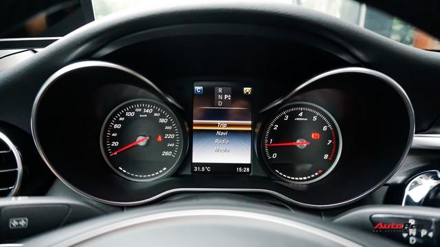 Mercedes-Benz C200 chạy 4.700km treo giá ngang Toyota Camry - Ảnh 9.