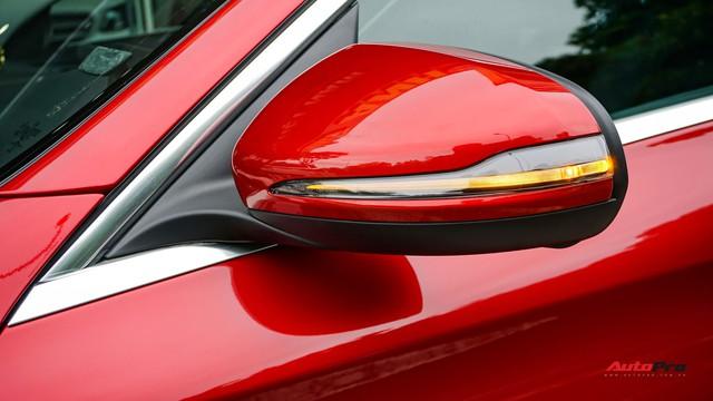 Mercedes-Benz C200 chạy 4.700km treo giá ngang Toyota Camry - Ảnh 4.