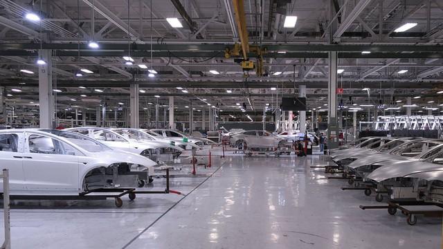 Tesla vừa xây vừa sửa Model 3 và câu chuyện thay nhân viên như thay áo - Ảnh 1.