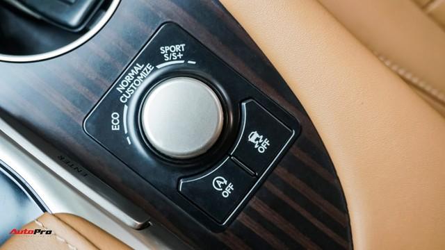 Khan hàng, Lexus RX 200t chạy lướt giữ giá như xe mới - Ảnh 17.