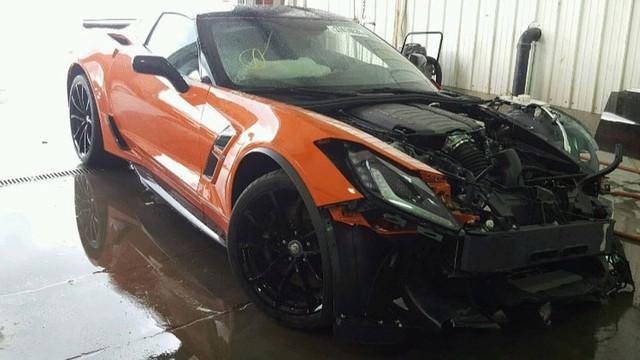 Chevrolet Corvette Grand Sport đi chưa được 25 km đã gặp tai nạn, chủ xe bán tháo với giá chỉ bằng 1/10 - Ảnh 2.