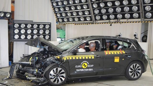Ford Focus, Volvo XC40 đạt điểm an toàn tối đa bất chấp quy trình nghiêm ngặt mới - Ảnh 1.