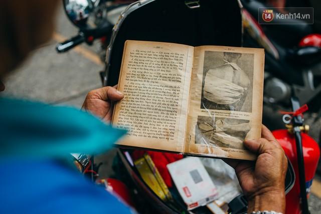 Ông cụ nhặt rác và chú vẹt ở Sài Gòn trên chiếc xe cứu thương đáng yêu được chế tạo từ phế liệu - Ảnh 5.