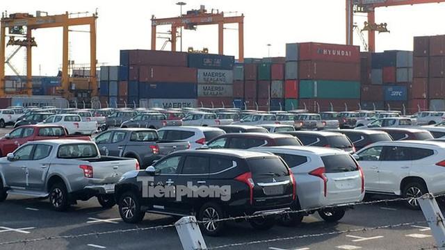 Ô tô miễn thuế đổ bộ về Việt Nam, tập kết kín cảng chờ lăn bánh   - Ảnh 12.