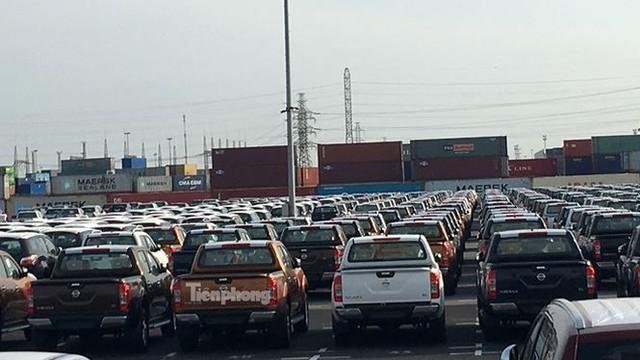 Ô tô miễn thuế đổ bộ về Việt Nam, tập kết kín cảng chờ lăn bánh   - Ảnh 7.
