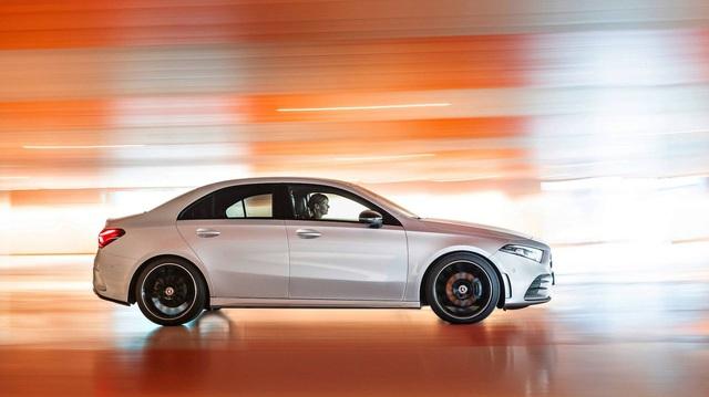 Mercedes-Benz sẽ ra mắt xe giá rẻ hơn cả A-Class, GLA - Cú tất tay để đè bẹp BMW, Audi