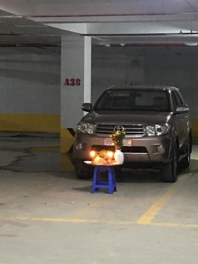 Bức ảnh dưới hầm xe tưởng bình thường mà hóa bất thường: Một hành động quá nguy hiểm - Ảnh 1.