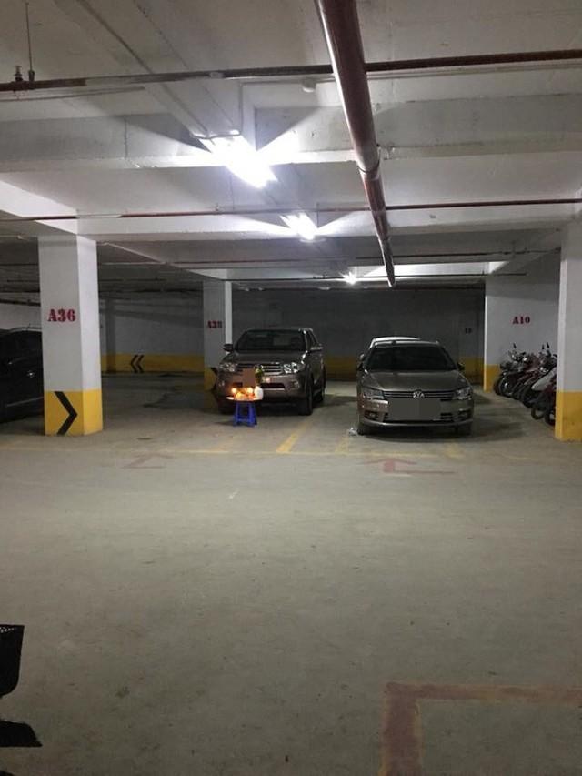 Bức ảnh dưới hầm xe tưởng bình thường mà hóa bất thường: Một hành động quá nguy hiểm - Ảnh 2.