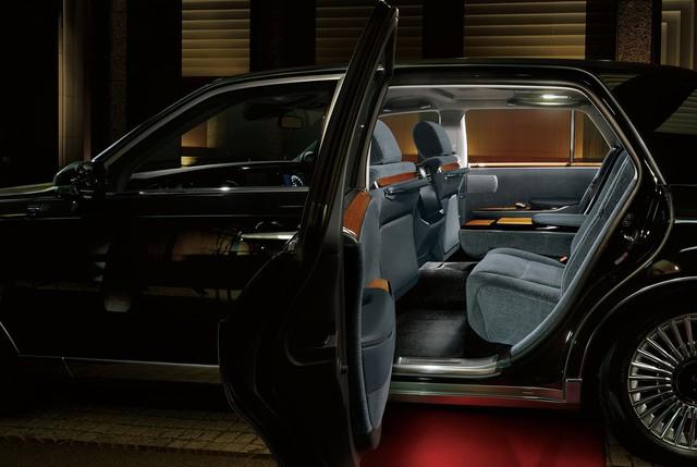 Toyota Century có ghế tốt nhất ngành xe, thách thức Rolls-Royce và đây là minh chứng - Ảnh 2.