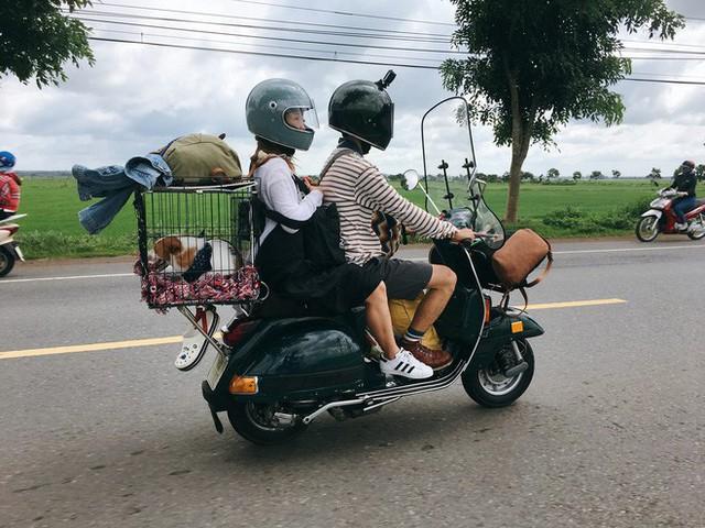 Chàng trai Sài Gòn chế lồng trên xe Vespa cho thú cưng đi phượt đã đời - Ảnh 2.