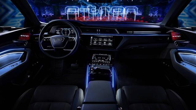 Audi hé lộ nội thất hiện đại nhất từng sản xuất với 5 màn hình cỡ lớn - Ảnh 2.