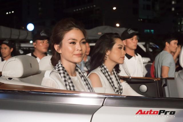 Bộ tứ hoa hậu và á hậu Việt Nam xuất hiện cùng những chiếc Rolls-Royce Phantom mui trần của Trung Nguyên - Ảnh 4.