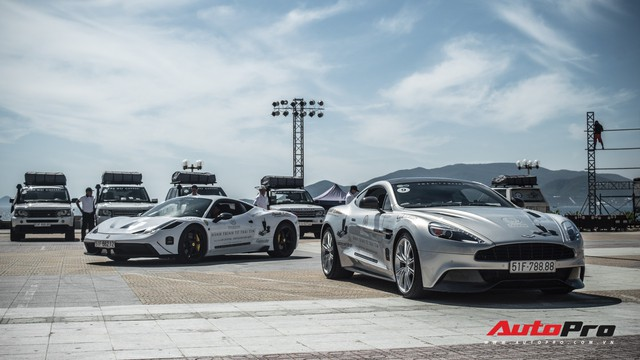 Bộ tứ hoa hậu và á hậu Việt Nam xuất hiện cùng những chiếc Rolls-Royce Phantom mui trần của Trung Nguyên - Ảnh 7.