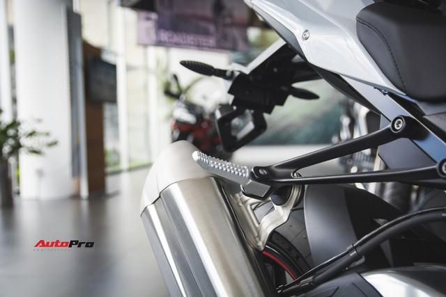 Rẻ hơn cả trăm triệu đồng, BMW S1000RR dưới thời THACO có gì khác biệt? - Ảnh 13.