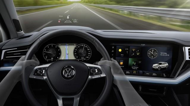Nhật Bản vớ bẫm vì cuộc đua hiển thị trong nội thất ô tô