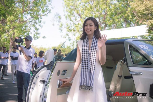Bộ ba hoa hậu, á hậu cùng các người đẹp Việt Nam xuất hiện bên Bugatti Veyron của Trung Nguyên - Ảnh 4.