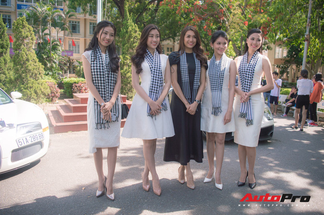 Bộ ba hoa hậu, á hậu cùng các người đẹp Việt Nam xuất hiện bên Bugatti Veyron của Trung Nguyên - Ảnh 6.