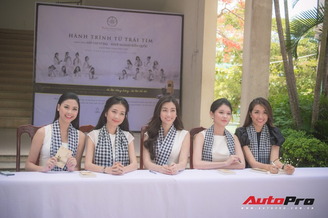 Bộ ba hoa hậu, á hậu cùng các người đẹp Việt Nam xuất hiện bên Bugatti Veyron của Trung Nguyên - Ảnh 9.