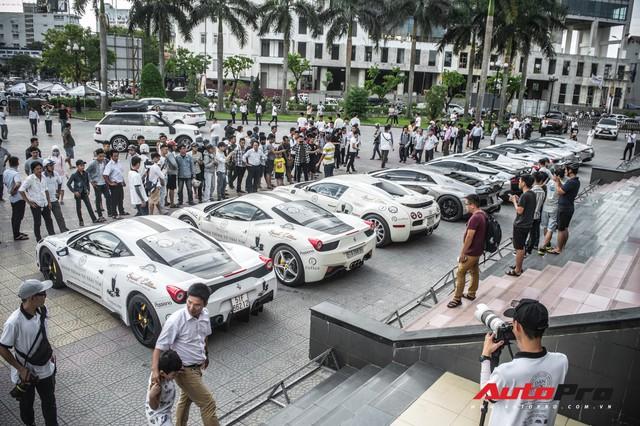 Bộ ba hoa hậu, á hậu cùng các người đẹp Việt Nam xuất hiện bên Bugatti Veyron của Trung Nguyên - Ảnh 11.