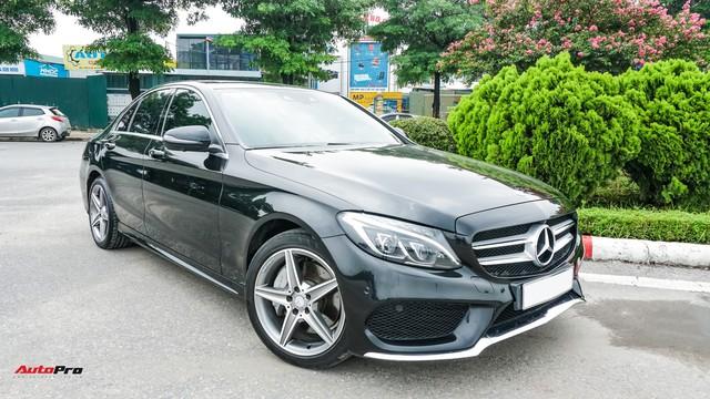 Mercedes-Benz C300 AMG có giá bao nhiêu sau hơn 2 vạn km? - Ảnh 1.