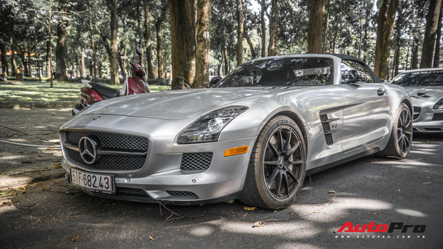 Sau hành trình xuyên Việt, bộ 3 siêu xe Mercedes-Benz SLS AMG đặc biệt của ông chủ cà phê Trung Nguyên lại tham gia minishow tại Sài Gòn - Ảnh 4.