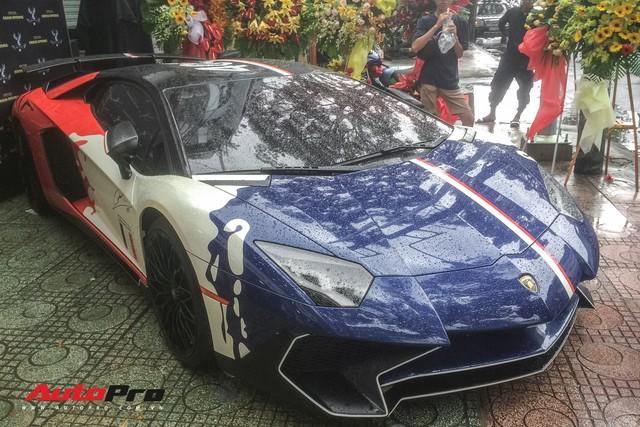 Góc ăn chơi: Quán trà sữa mời cả siêu xe Lamborghini Aventador SV độc nhất Việt Nam của Minh nhựa làm hình ảnh - Ảnh 1.