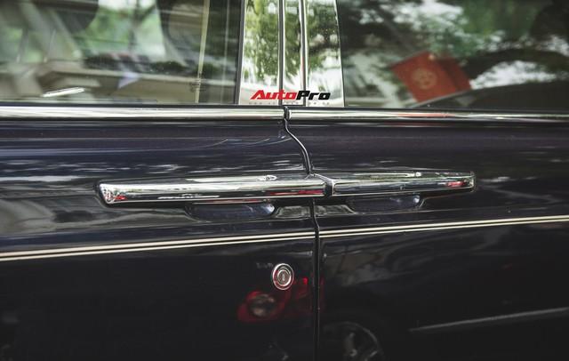 Chiếc Rolls-Royce Phantom tại Hà Nội đổi màu nhanh như tắc kè: Vừa hết tím mộng mơ lại đến cam cá tính - Ảnh 9.