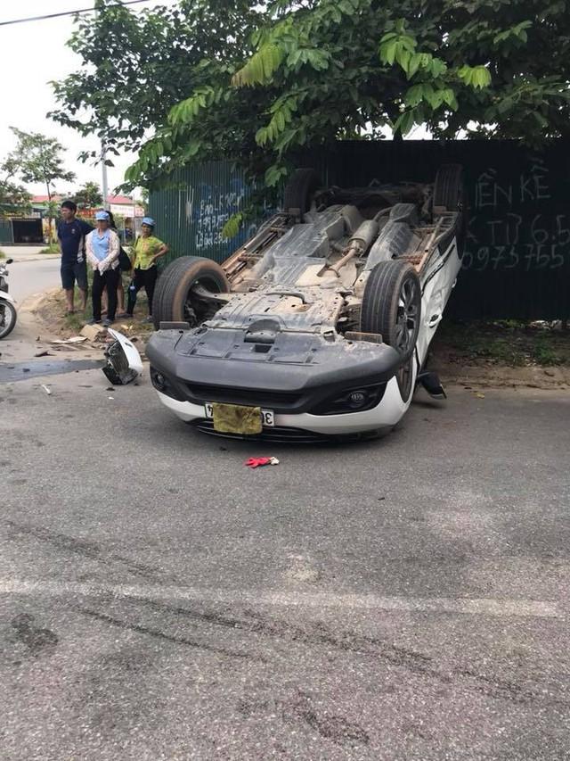 Đâm nhau, Rolls-Royce Wraith vỡ đầu, Honda CR-V lật ngửa ngay ngã tư tại Hà Nội - Ảnh 6.