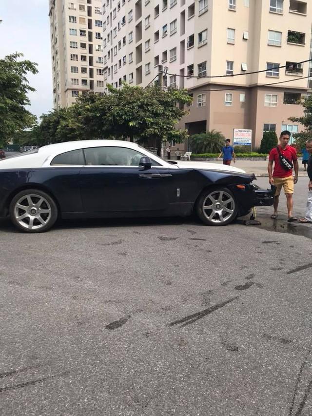 Đâm nhau, Rolls-Royce Wraith vỡ đầu, Honda CR-V lật ngửa ngay ngã tư tại Hà Nội - Ảnh 3.