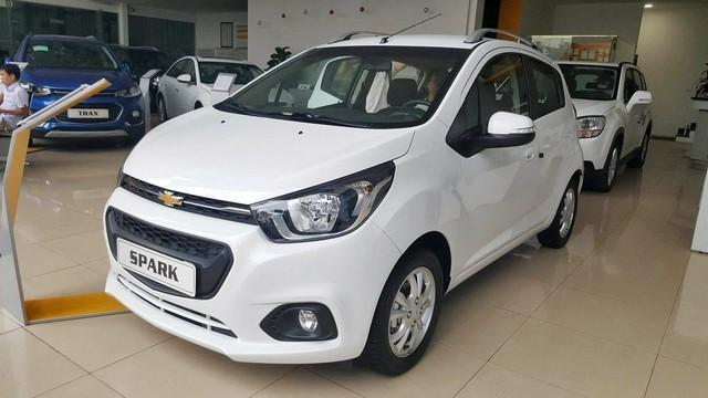 Chevrolet Cruze, Captiva và Orlando cạn hàng tại Việt Nam - Ảnh 1.