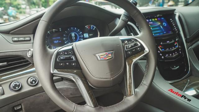 Khủng long Mỹ Cadillac Escalade 2018 lần đầu dạo phố sau khi vừa về tay chủ nhân mới - Ảnh 10.