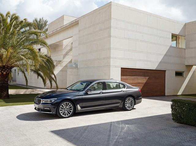 Hàng loạt dòng xe BMW mới được THACO phân phối vừa cập cảng Việt Nam - Ảnh 2.