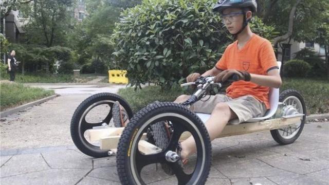 Trong khi các bạn đi học thêm, cậu bé 11 tuổi lên mạng học chế xe điện 3 bánh - Ảnh 2.