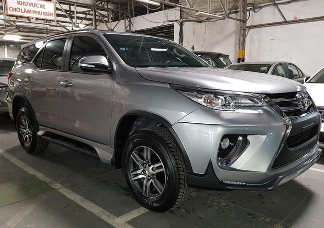 Khách hàng bức xúc trước gói phụ kiện cả trăm triệu đồng kèm xe Toyota Fortuner, đại lý bắt đầu hạ nhiệt - Ảnh 2.