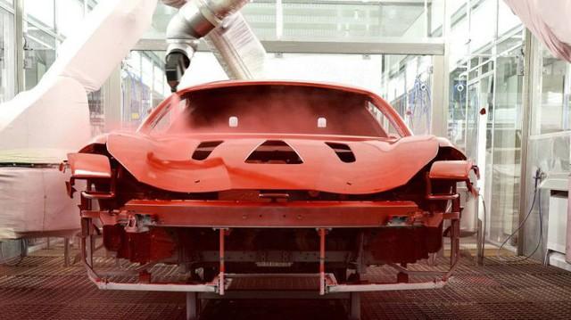"""Với công nghệ sơn mới, Ferrari chỉ cần """"nấu"""" siêu xe ở 100 độ C thay vì 150 độ C như trước"""