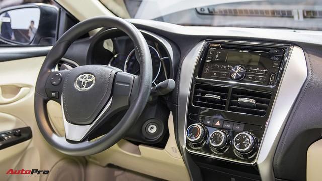 """Đẩy hàng cuối năm, Toyota Vios 2018 tặng thêm """"option"""" đã bị cắt bỏ - Ảnh 1."""