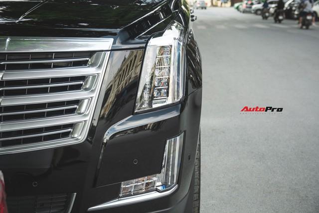Khủng long Mỹ Cadillac Escalade 2018 lần đầu dạo phố sau khi vừa về tay chủ nhân mới - Ảnh 4.