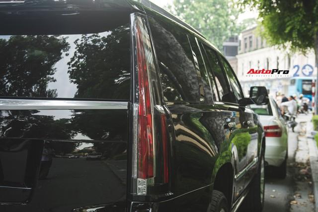 Khủng long Mỹ Cadillac Escalade 2018 lần đầu dạo phố sau khi vừa về tay chủ nhân mới - Ảnh 8.