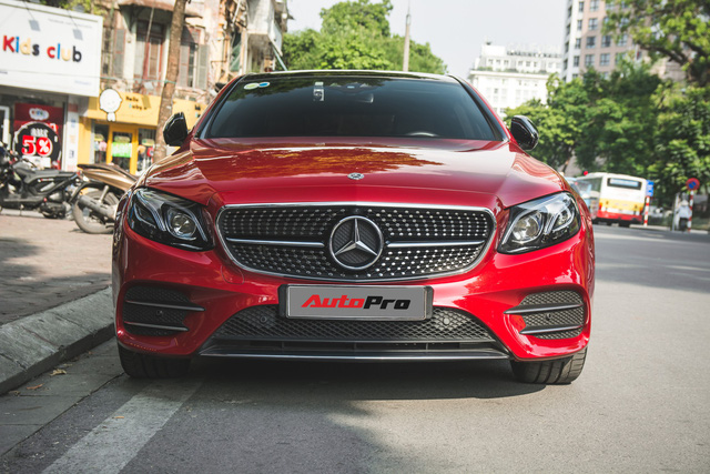 Không chờ được Mercedes-Benz E43 AMG xịn, dân chơi Hà thành mua E300 AMG để tự độ hiệu suất cao như thật - Ảnh 2.