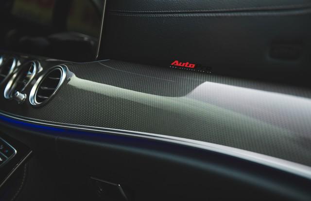 Không chờ được Mercedes-Benz E43 AMG xịn, dân chơi Hà thành mua E300 AMG để tự độ hiệu suất cao như thật - Ảnh 17.