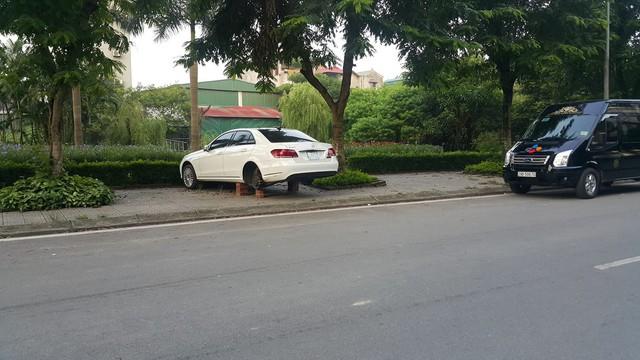 Bị đạo chích trộm gương và bánh xe 2 lần, chủ chiếc Mercedes-Benz còn nhận thêm chỉ trích từ cộng đồng - Ảnh 2.