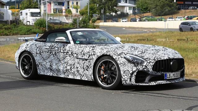 Mercedes-AMG GT R Roadster: Siêu xe mui trần mới cạnh tranh Porsche 911 - Ảnh 1.