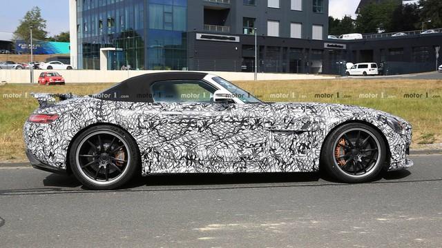 Mercedes-AMG GT R Roadster: Siêu xe mui trần mới cạnh tranh Porsche 911 - Ảnh 2.