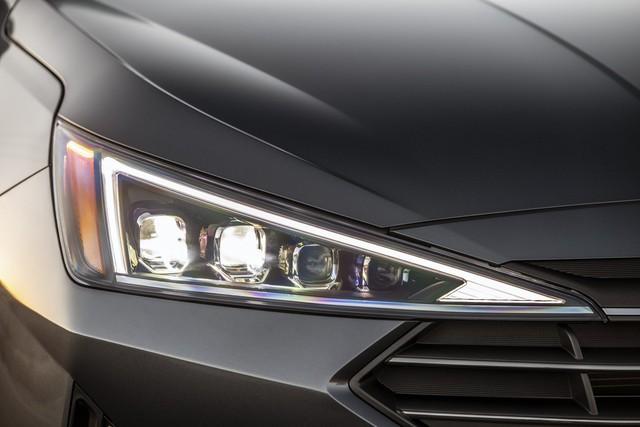 Hyundai Elantra 2019 ra mắt với những thay đổi ngỡ ngàng trong thiết kế - Ảnh 2.