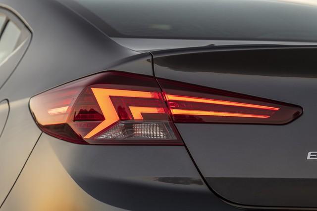 Hyundai Elantra 2019 ra mắt với những thay đổi ngỡ ngàng trong thiết kế - Ảnh 4.