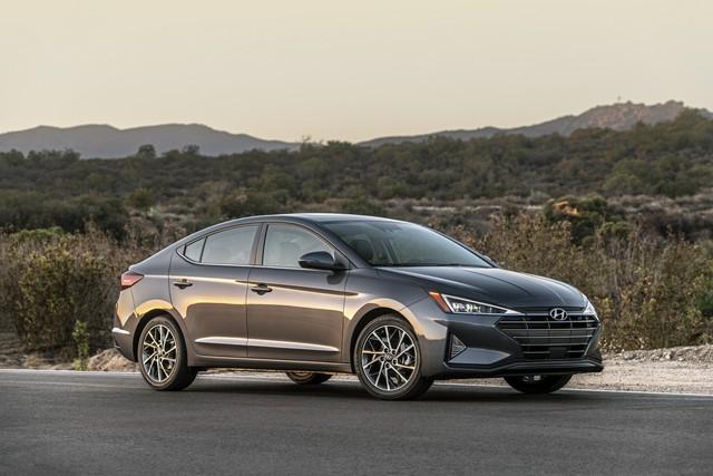 Hyundai Elantra vớ bẫm khi Ford bỏ Focus - Ảnh 1.
