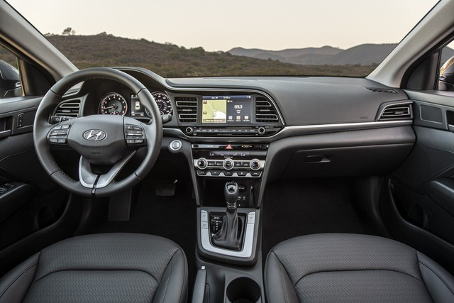 Hyundai Elantra 2019 ra mắt với những thay đổi ngỡ ngàng trong thiết kế - Ảnh 5.